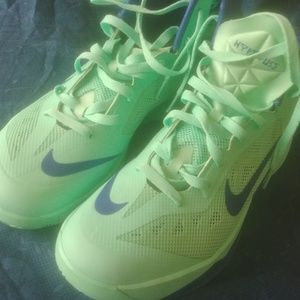 Men's Nike seafoam and blue basketball shoes